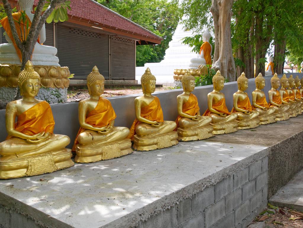 Wat-Khao-Chedi-Tempel-Buddha-Statuen