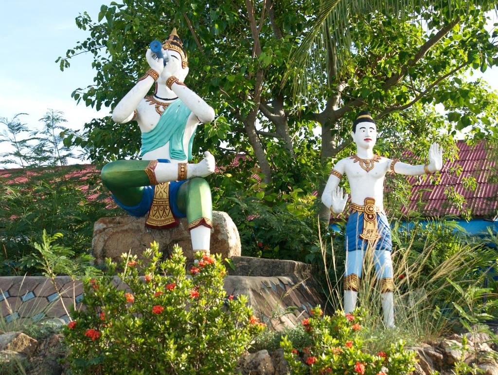 Wat-Phra-Yai-Temple-Statuen-Wasser