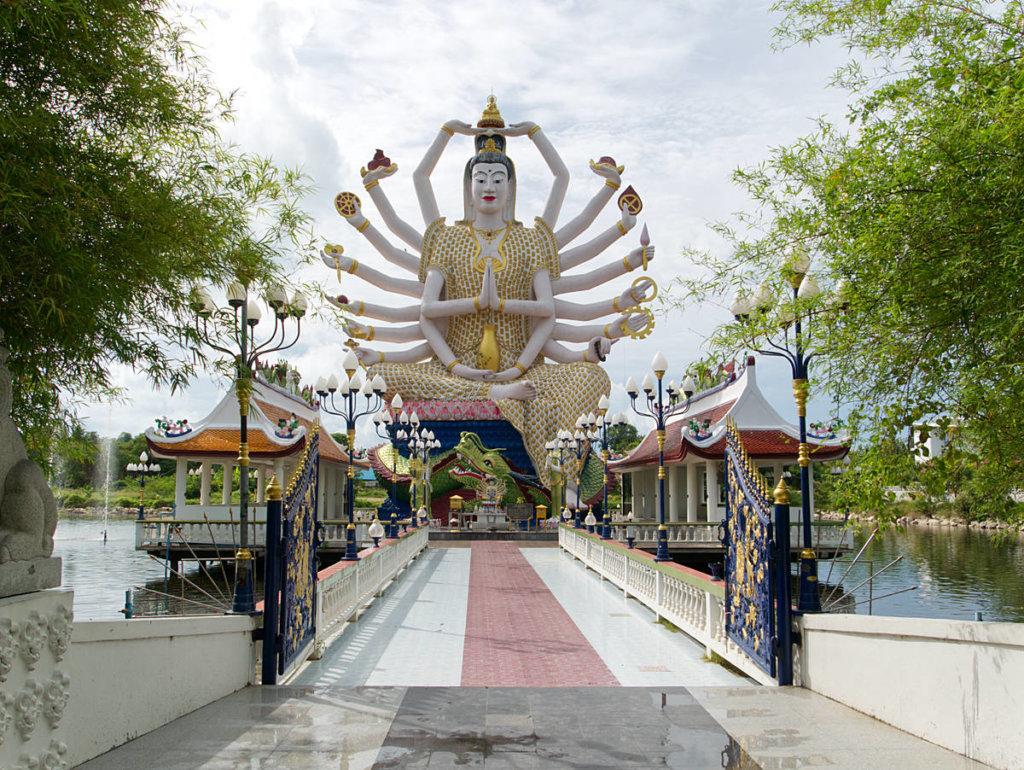 Wat-Plai-Laem-Tempel-Guanyin-Statue