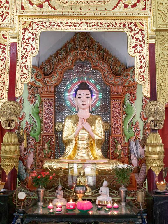 Dhammikarama-Burmese-Tempel-Statue