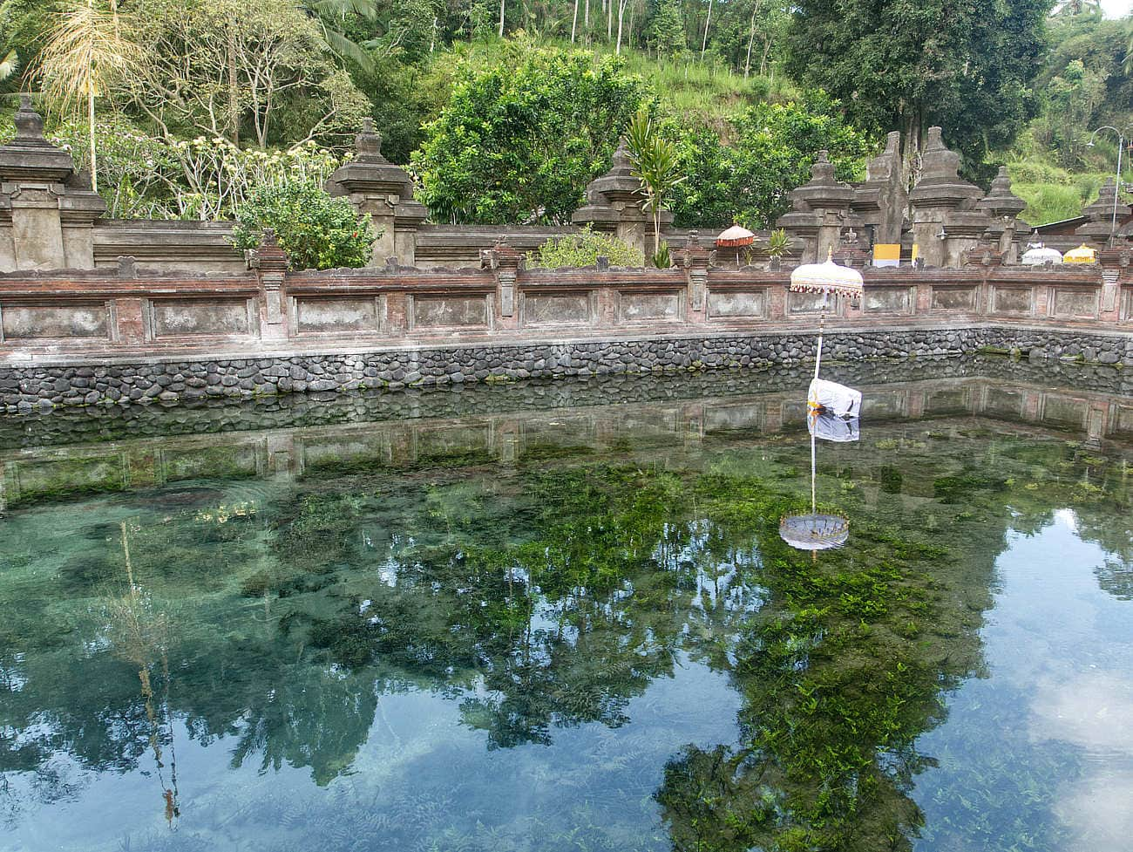 Pura-Tirta-Empul-Tempel-Bali-Wasserbecken