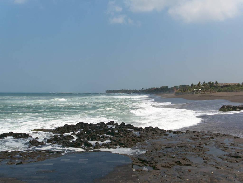 Bali-Canggu-Beach-Wellen