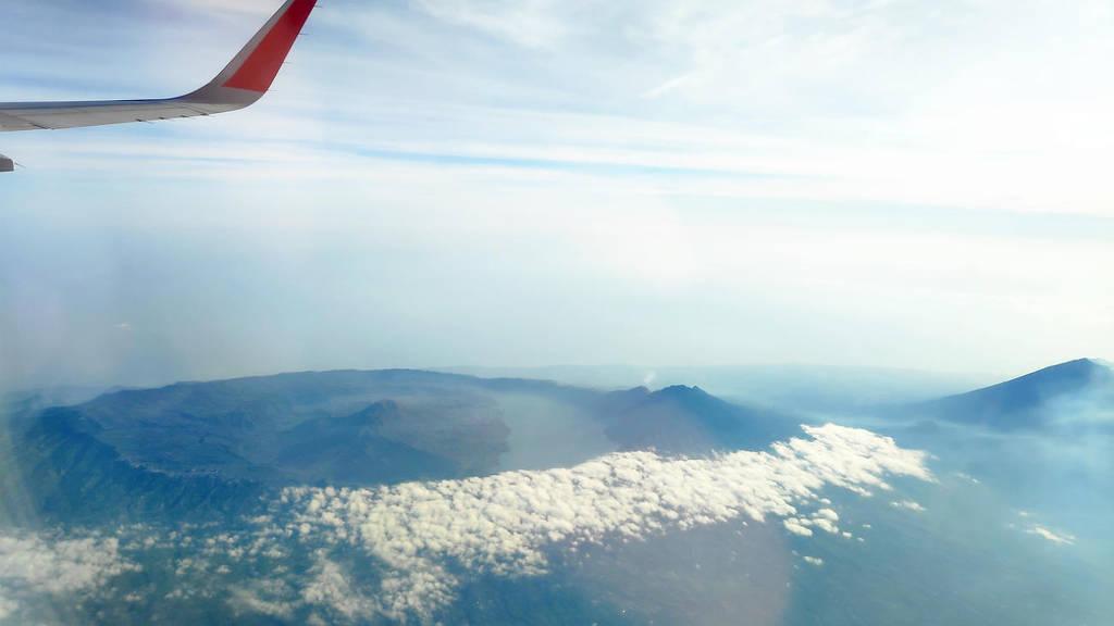 Bali-von-oben-Blick-auf-Vulkane-Flugzeug