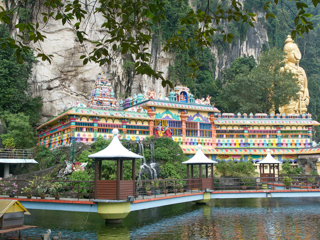 Batu-Caves-Tempel-am-See