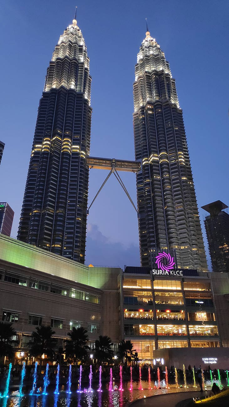 Petronas-Twin-Towers-abends