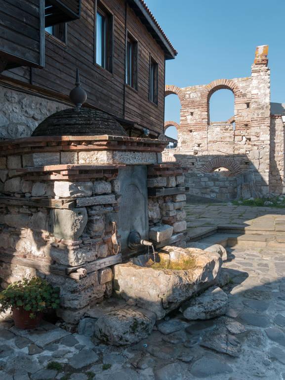 Bulgarien-Altstadt-Nessebar-Brunnen
