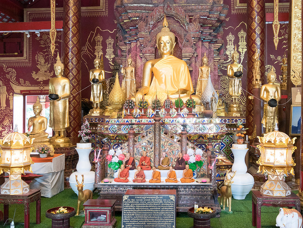 Wat Chiang Man - Buddha Statuen im Tempel