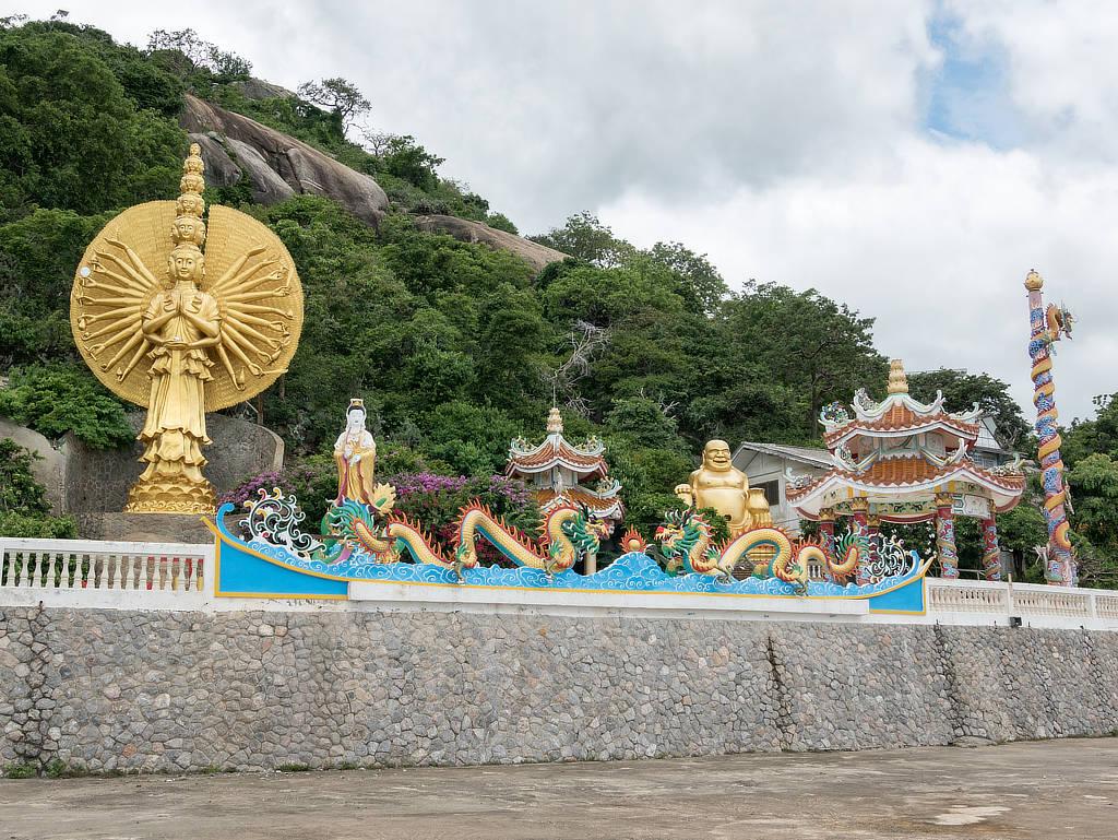 Wat Khao Takiab Statuen