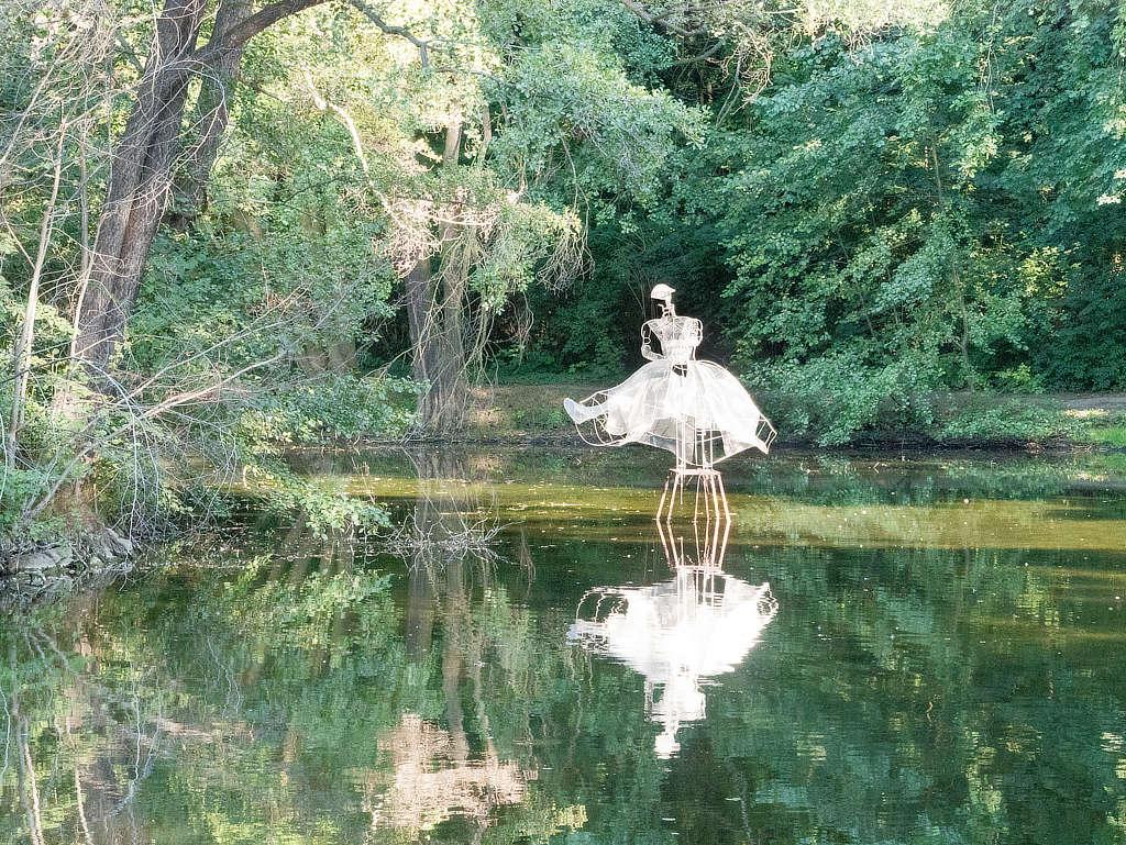 Abtnaundorfer Park - Teich mit Figur