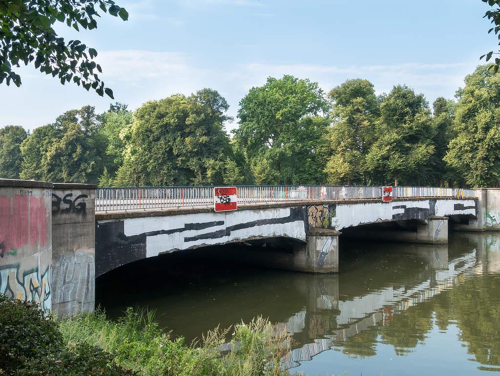 Sachsenbrücke im Clara Zetkin Park