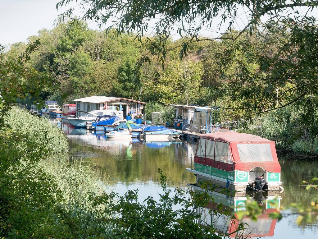 Motorboot Verleih im Saale Leipzig Kanal