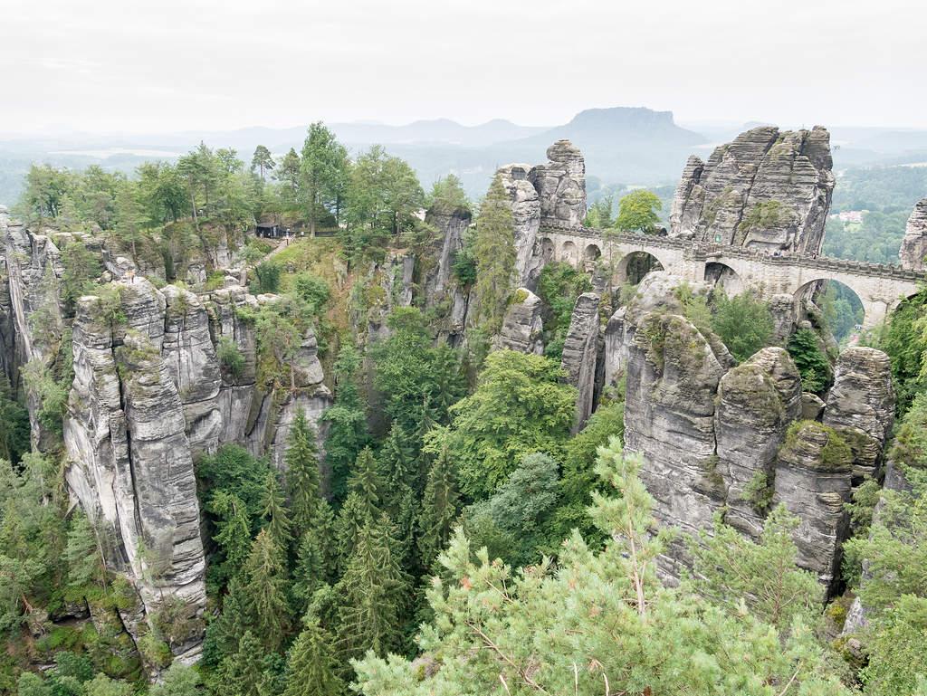 Aussicht auf Basteibrücke und Felsenburg vom Ferdinandstein