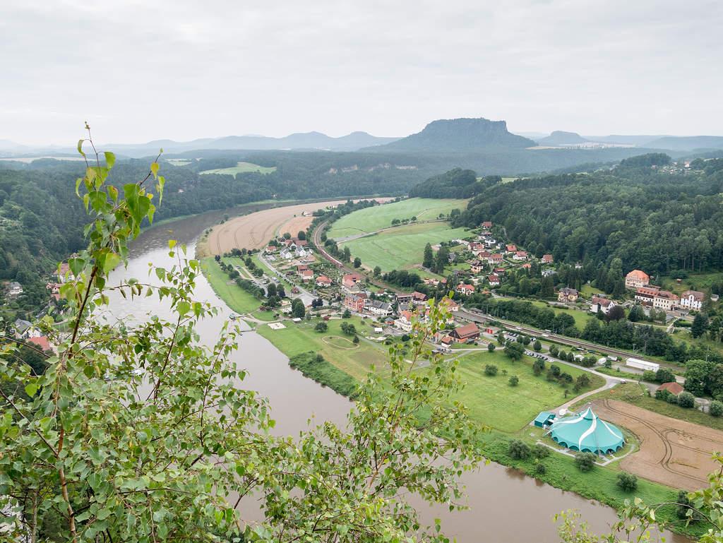 Aussicht von der Bastei auf das Elbtal und die Tafelberge