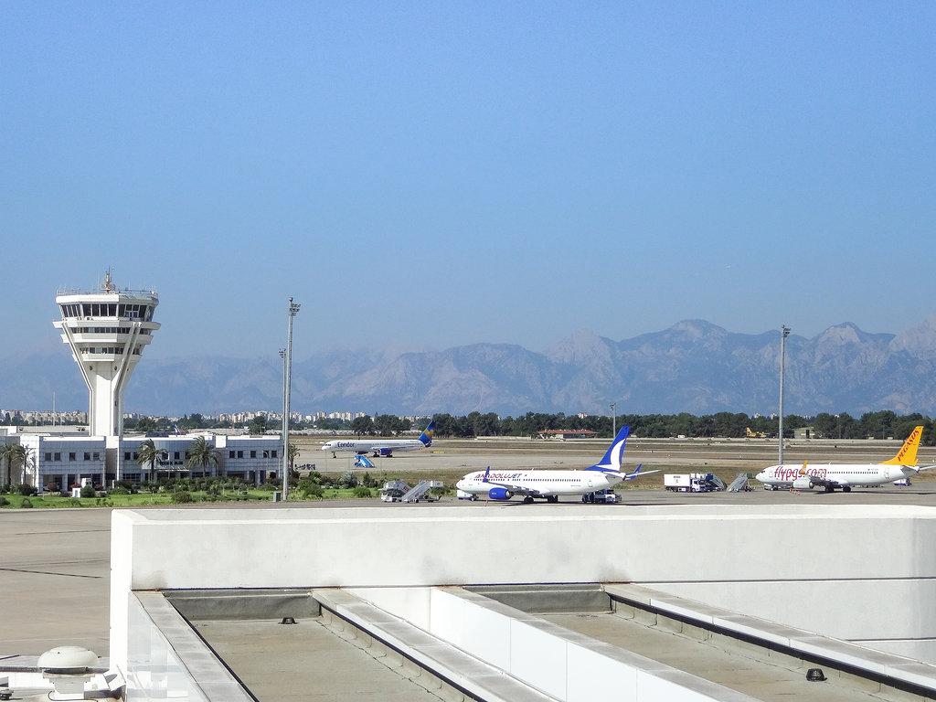 Langstreckenflug Tipps - hier zu sehen Flughafen Antalya